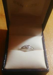 New 14k gold diamond heart ring 120obo
