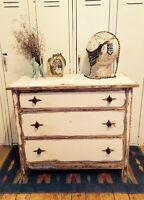 Commode blanche shabby-chic rustique