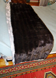 FAUX FUR BED THROW West Island Greater Montréal image 1