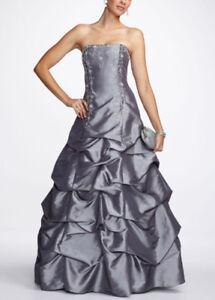 OTTAWA: SELLING SIZE 12/14 SILVER BALL GOWN WORN ONLY ONCE