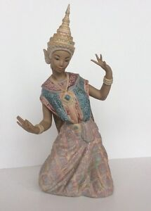 "Lladro #2069 ""Thai Dancer"""