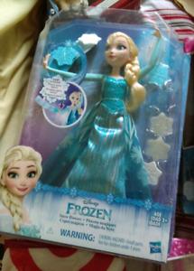 New Disney Frozen Snow Powers Elsa Doll