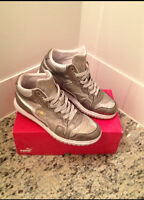 Puma Mens Silver Sneakers Size.7.5