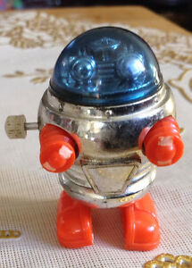 VTG ROBOT TOMY 1977 WALKING MINIATURE SPACE WIND UP TOY