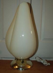 Belle lampe vintage des années 1960-1970