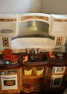 Rise and shine Kitchen excellent condition