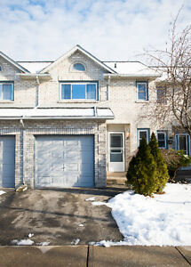 Beautifully updated 3 bedroom, 3 bath townhouse in Stoney Creek