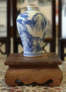 -China- Little Blue and White Snuff Bottle COLLECTABLE