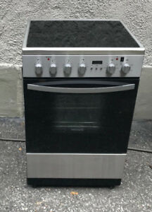 Fridgidaire electric range with convection - apartment size