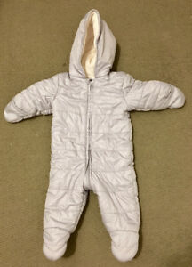 Baby old navy snowsuit 6-12 mos