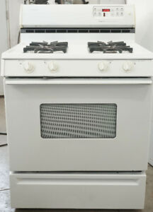 GAS Stove. MagicChef. Works perfectly and CLEAN