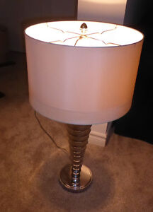 Large table lamp in very good condition