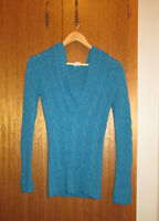 Sky blue cable-knit sweater with hood (XS)
