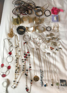 **LARGE LOT OF LADIES COSTUME JEWELRY FOR SALE**