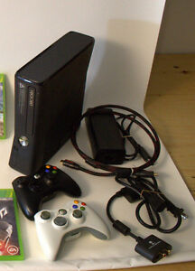Xbox 360 Slim 250Gb + 2 controller + HDMI Cable + RCA audio conv