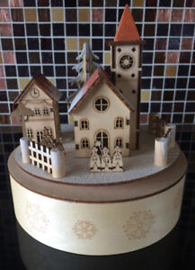 CHRISTMAS DECOR BAVARIAN VILLAGE MUSIC BOX & LIGHTED HOUSE