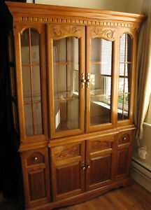 Beautiful Antique(1986) Oak China Cabinet/Hutch