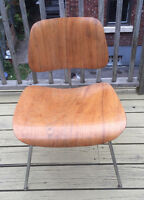 Authentic Eames Design DCM Chair Very Good Condition Chaise