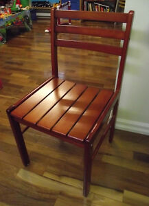 2 chaises en bois massif  - 2 chairs in solid wood West Island Greater Montréal image 2