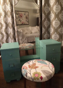 Retro vanity / vanité retroPainted in a retro turquoise that mar