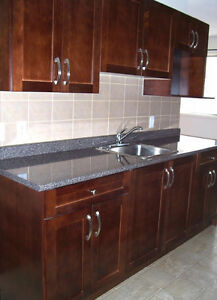 BACHELOR SUITE/LAMINATED FLR*CLOSE TO UNIVERSITY,WHYTE AVE&MORE.