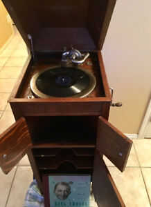 1914 very old record player