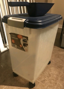 Airtight Plastic Container with Wheels
