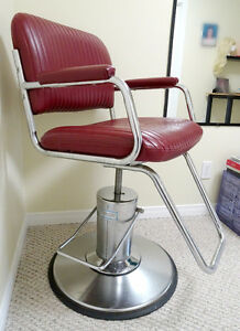 Red barber chair / salon chair, hydraulic height adjust