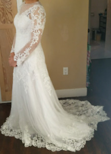 NEW WEDDING DRESS  WITH SLEEVES SIZE 12 US