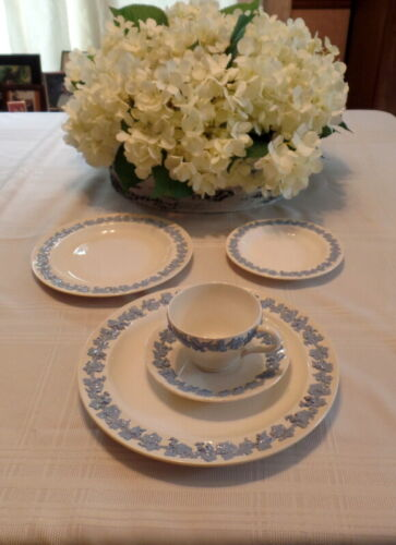 Wedgwood QUEENSWARE Shell Edge Lavender/Cream 20 Pieces