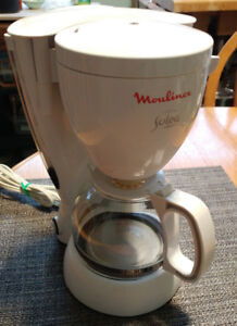 Moulinex coffee maker 4 cup, 1 or 2 persons only $10