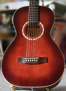 Art and Lutherie   Parlour Guitar  A/E  with  Case / Mint +