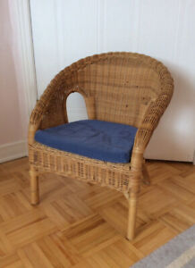Ikea chaise/fauteuil rotin pour enfant avec coussin.