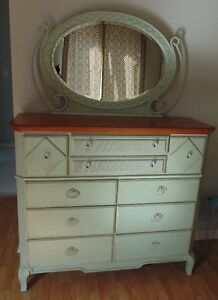 BEAUTIFUL VINTAGE STYLE DRESSER FOR SALE !!!