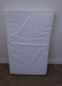 Play pan mattress with an organic cover