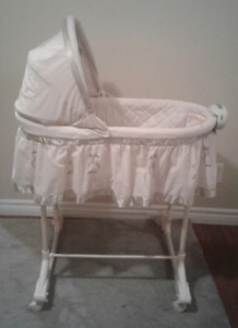 Baby Bassinet converts to cradle