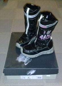 Toddler girl size 11, Geox winter boots with LEDs.