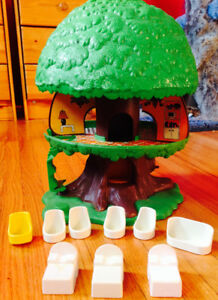 Vintage Toy - Tree Tots Tree House with some furniture RETRO