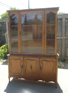 """FRENCH PROVINCIAL CHINA CABINET """"KNECHTEL"""" MINT CONDITION!"""