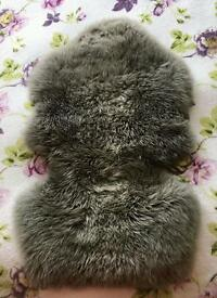 Stokke sheepskin and faux fur hood trim in excellent condition. Sheepskin from stokke winter kit.