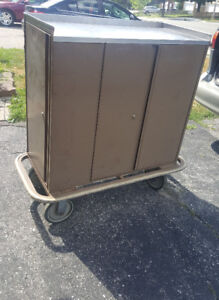 Steel Toolbox with wheels and key