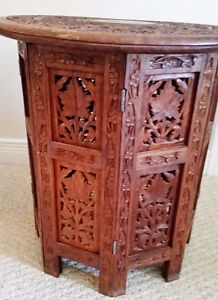 Beautiful carved table with inlaid design - excellent condition Kingston Kingston Area image 3