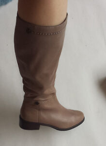 Leather boots Brand new