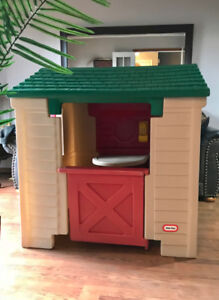 LITTLE TIKES PLAYHOUSE In Excellent Condition