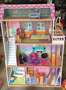 Barbie Doll House w Furniture