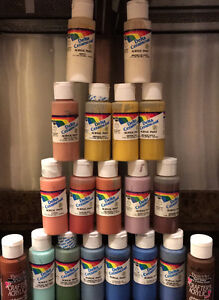 19 squeeze bottles of 2oz Acrylic paints Variety colors West Island Greater Montréal image 2