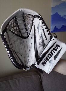 Vaugn Vision 9400 Senior Goalie Glove FULL RIGHT $80 OBO