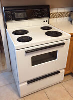 4 Burner Kitchen Stove in Very Good Condition