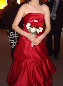 Red A-line princess cut formal gown / bridesmaid dress Cambridge Kitchener Area image 1