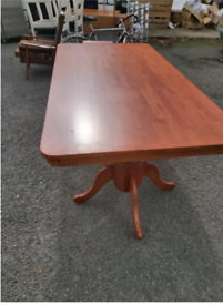 Large dining room table and 8 chairs all in immaculate condition